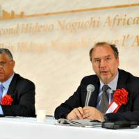 Honored: Doctors Alex Coutinho (left) of Uganda and Belgian Peter Piot face the media Saturday in Yokohama after receiving the Hideyo Noguchi Africa Prize for their efforts to eradicate lethal infectious diseases. | YOSHIAKI MIURA
