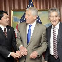 Huddle up: Defense Minister Itsunori Onodera shares a light moment with U.S. Defense Secretary Chuck Hagel (center) and Australian Defense Minister Stephen Smith before a trilateral meeting at the Shangri-la Dialogue summit Saturday in Singapore. | XINHUA / KYODO