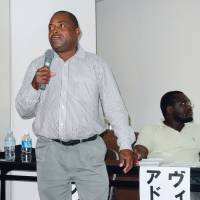 Anti-ProSavana: National Peasants' Union President Augusto Mafigo, an opponent of a Japan-led agriculture development plan in Mozambique, speaks at a symposium Saturday in Yokohama. | KYODO