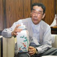 Long family line: Kakiemon Sakaida speaks to reporters in Arita, Saga Prefecture, last September. | KYODO