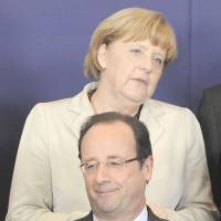 No false promises: French President Francois Hollande and German Chancellor Angela Merkel smile during the family photo at the European Union leaders' summit at the EU headquarters in Brussels on  Thursday.   | AFP-JIJI