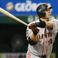 That's out of here: Giants catcher Shinnosuke Abe watches his solo home run against the Lions on Monday. | KYODO