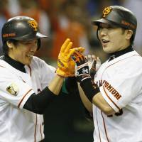 Familiar scene: Giants captain Shinnosuke Abe comes through in the clutch, hitting a go-ahead three-run home run in the eighth inning against the Hokkaido Nippon Ham Fighters on Thursday at Tokyo Dome.   KYODO