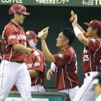 Tanaka goes seven innings for 8th win as Eagles defeat Giants