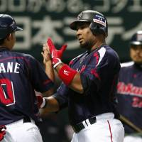 Fantastic four: Wladimir Balentien celebrates after his solo home run on Wednesday. | KYODO