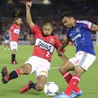 Second time around: Brazilian defender Dutra (right) is back with Yokohama F. Marinos this season after a six-year absence. | KYODO