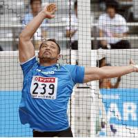 Turn back time: Koji Murofushi competes at the national championships on Sunday en route to his 19th straight title. | KYODO