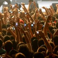 Bands urge fans to ditch phones