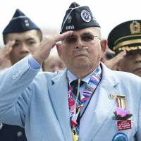 Remembering the fallen: Roy Aldridge of the Korean War Veterans Association salutes during a ceremony for the 60th anniversary of the signing of the armistice that ended the war. The event was held at the Korean War Veterans Memorial in Washington on Saturday. | AFP-JIJI