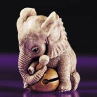 Minute perfections: 'Small Elephant Learning Prayers' by contemporary netsuke artist Kiho Takagi | © KYOTO SEISHU NETSUKE ART MUSEUM