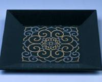 Cross-pollination: A tray with Persian-influenced decoration by Nakamura Sotetsu that was inspired by Iranian tiles and a Guatemalan pouch.   © MINPAKU