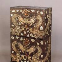 Black lacquered chest (19th century) with inlaid decoration | KORYO MUSEUM OF ART