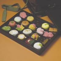 'Hyakumi-bako and hyakumi-gashi' | © TORAYA CONFECTIONERY CO. LTD.