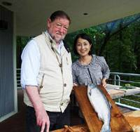 Beauty and the beast: Actress Mayu Tsuruta with the toki shirazu salmon she brought as a gift when she visited me to make a TV program in the Afan woods.   H. SAKAMOTO PHOTOS
