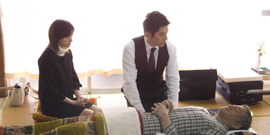 Eternal sleeper hit: 'Okuribito' ('Departures'), a film about a musician who starts a new career cleaning and clothing corpses for funerals, is up for an Oscar this weekend. | © EIGA 'OKURIBITO' SEISAKU IINKAI