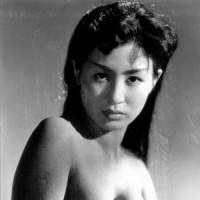 Michiko Maeda appears nude as the original pearl queen. | © OKUSAI HOEI PHOTO