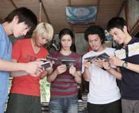 Midnight vultures: The cast of Beck discover those old-fashioned plastic things called 'compact discs.' | © HAROLD SAKUISHI/KODANSHA © 2010 'BECK' SEISAKU IINKAI