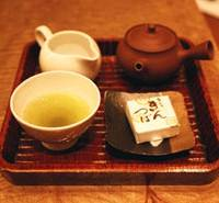 A tea set at Uogashi Meichi Tsukiji Shinten | EDAN CORKILL PHOTO