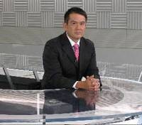 Newsman: Gene Otani on the set of NHK World's 'NEWSLINE' program. | NHK