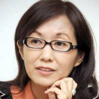 The right medicine: Psychiatrist and best-selling writer Rika Kayama says many people develop mental illnesses because they have unrealistically high expectations about what they will achieve in life.   SATOKO KAWASAKI PHOTO