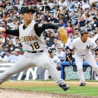 New face: Kuwata during his Pittsburgh Pirates debut in June 2007. | KYODO PHOTO