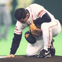 Special moment: Kuwata pats the pitcher's mound at Tokyo Dome in April 1997 in his first game as a Yomiuri Giants pitcher after a yearlong break due to injury. | KYODO PHOTO