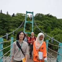 IASC conference attendees get out and about in Yamanashi Prefecture.   WINIFRED BIRD PHOTO