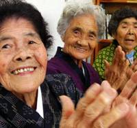 Aging, but ace: Three kamiuta (Japanese blues) singers from Okinawa — (from left: Kiyo Murayama, Toyo Nagasaki and Matsu Takara) — plan to sing their hearts out in Tokyo. | © MALI
