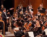 Orchestral maneuvers: Alan Gilbert conducts the New York Philharmonic at its opening gala at Avery Fisher Hall in New York on Sept. 16.   CHRIS LEE / NEW YORK PHILHARMONIC