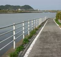 Water worlds: Unspoiled Kujukuri-hama offers delightful riverside roads to roam, surf-fishing, clam-digging and much more.