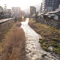 River runs through: Matsumoto retains something of its feudal atmosphere in the traditional buildings along Nawate Street that runs along the bank of the Sai River.