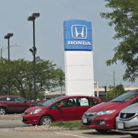Ready to play in Peoria: Honda vehicles sit outside Bob Lindsay Honda in Peoria, Illinois, on June 25. | BLOOMBERG