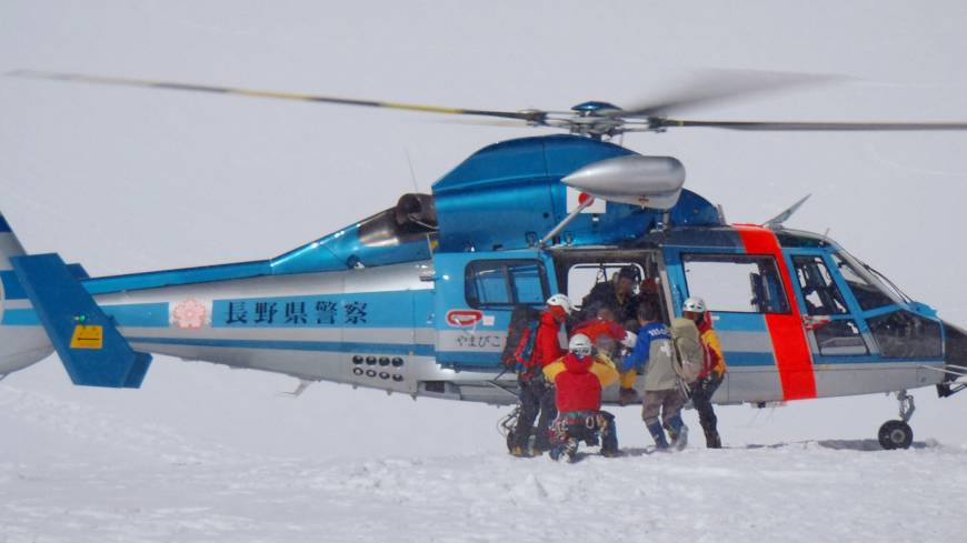A rescue team airlifts an accident victim in the Hotaka Mountain Range in the Northern Alps in May. | KYODO, NAGANO PREFECTURAL POLICE
