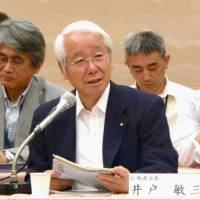 Regional outreach: Hyogo Gov. Toshizo Ido speaks during a meeting of the Union of Kansai Governments on May 23 in the city of Osaka.   KYODO