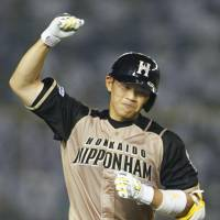 Happy Fighter: Shota Ono pumps his fist while rounding the bases after hitting a ninth-inning home run on Tuesday against the Marines. | KYODO