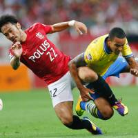 Akpom lifts Arsenal with late tally against Urawa