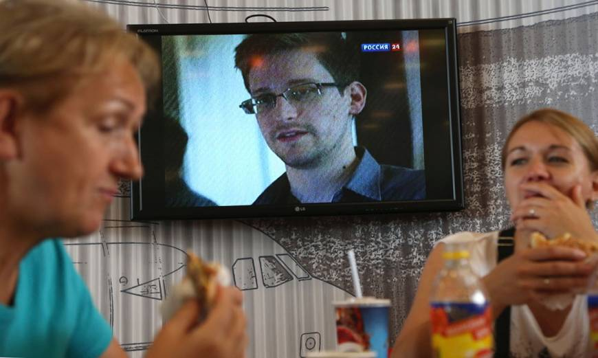 Desperately seeking Snowden in Sheremetyevo: Fugitive eludes all at Moscow airport