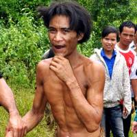 Bark loin cloth: Ho Van Lang is taken back to his village in Vietnam's Quang Ngai province on Friday by local officials. | AFP-JIJI