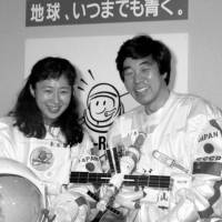 With TBS colleague Ryoko Kikuchi, who also trained to go on the space trip Akiyama was selected for instead. | KYODO