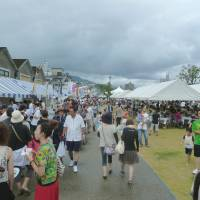 Port call: Visitors to last year's Kantan Harbor Park festival check out the food stalls selling a variety of local and national fare. | OITA CITY TOURIST ASSOCIATION