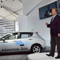 Autopilot?: Andy Palmer, executive vice president of Nissan Motor Co., speaks about autonomous cars at an event in Irvine, California, on Tuesday. | KYODO