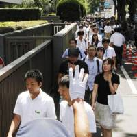 Hot ticket: People form a long line outside the Tokyo District Court on Friday for courtroom seats to the trial of actor Manabu Oshio. | KYODO PHOTO