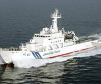 Sea cop: The Japan Coast Guard patrol boat Yonakuni had a scrape Tuesday with a Chinese trawler about 12 km north of one of the Senkaku islets in the East China Sea. | KYODO PHOTO
