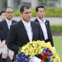 Paying respects: Ecuadorean President Rafael Correa visits Hiroshima Peace Memorial Park on Tuesday. | KYODO PHOTO