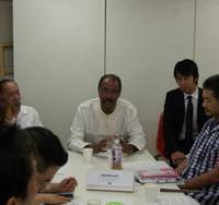 At the forefront: Michel Sidibe, executive director of the Joint United Nations Program on HIV/AIDS, talks with members of nongovernmental organizations in Tokyo last week. | MASAMI ITO