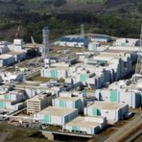 Recycling experiment: A nuclear fuel reprocessing plant is shown under construction in the village of Rokkasho, Aomori Prefecture, in May 2008.   KYODO PHOTO