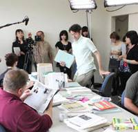 On location: A scene from the Web drama 'English Teachers' is shot at Nagoya University of Foreign Studies in Nisshin, Aichi Prefecture, in late August. | CHUNICHI SHIMBUN PHOTO