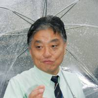 Recall campaign: Nagoya Mayor Takashi Kawamura faces reporters Monday before supporters submitted a petition bearing more than enough signatures for a referendum to dissolve the city assembly. | KYODO PHOTO