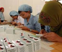 Fine tuning: Workers knit false eyelashes at a factory in Purbalingga, Indonesia, on Sept. 2. | KYODO PHOTO
