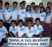 Poor kids near Manila get gift of education